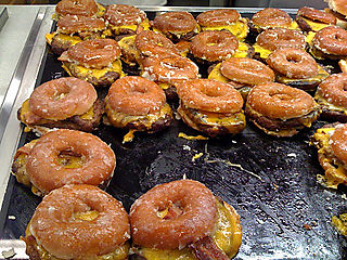 Krispy-kreme-bacon-cheeseburger