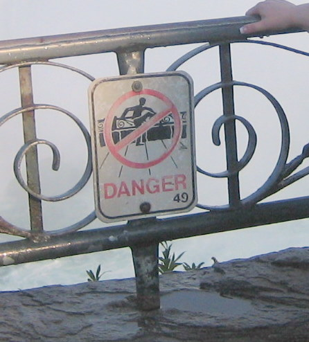 Matchingsign:railing(maryniagrafalls)