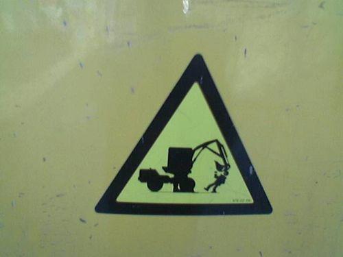 Tractorsmasheshead(FranceJulien)