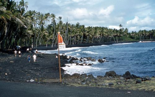 Black_Sand_Beach_1959,_destroyed_1990