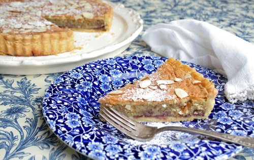 1024px-Bakewell_tart_on_a_plate